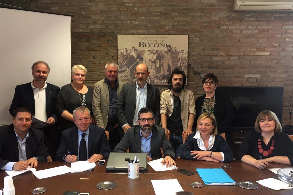<a class=&quot;amazingslider-posttitle-link&quot; href=&quot;http://www.legacoopestense.coop/blog/2017/04/10/lavoratori-delle-cooperative-sociali-della-provincia-ferrara-avranno-un-contratto-la-firma-parte-centrali-cooperative-sindacati-dei-lavoratori-10-aprile-ferrara/&quot;>I lavoratori delle cooperative sociali della provincia di Ferrara avranno un nuovo contratto. La firma, da parte di centrali cooperative e sindacati dei lavoratori, il 10 aprile a Ferrara</a>