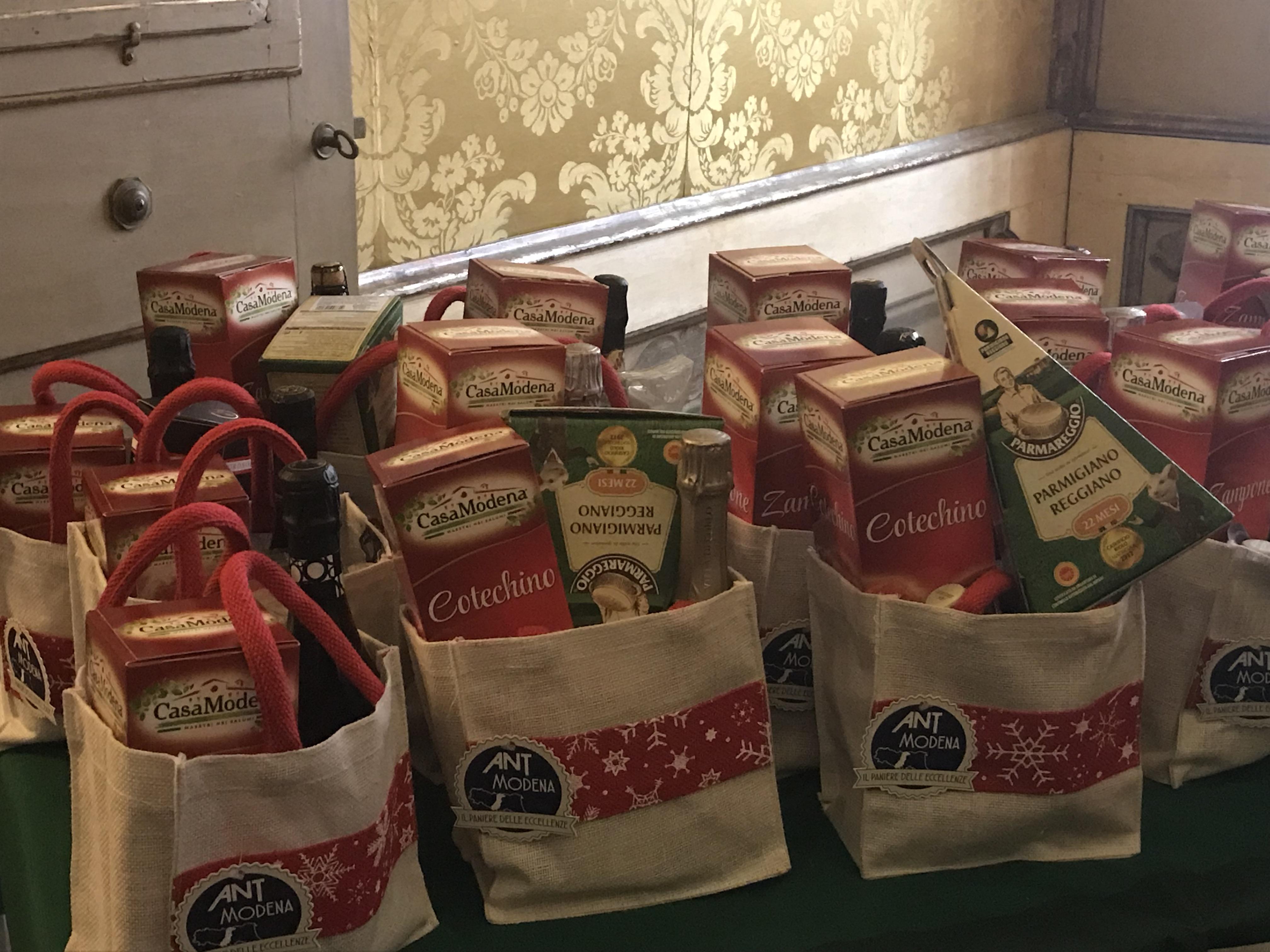 Paniere delle Eccellenze ANT a Modena per un Natale Solidale, grazie anche a Cantine Riunite&Civ, Grandi Salumifici Italiani e Granterre-Parmareggio