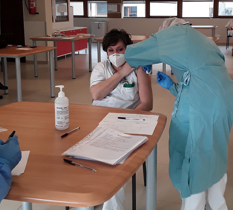 Covid-19: sottoscritto l'aggiornamento del protocollo per la sicurezza nei luoghi di lavoro e siglato il protocollo per le vaccinazioni in azienda