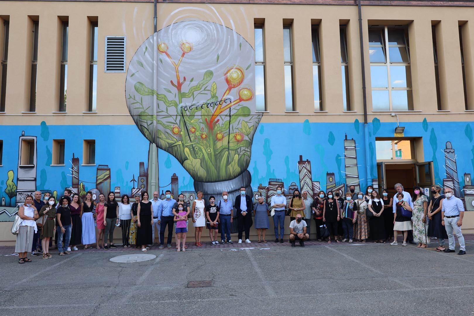 """Coopsday 2021: inaugurata """"Re-enact"""", l'opera di street art  donata da Legacoop Estense alla città di Modena"""